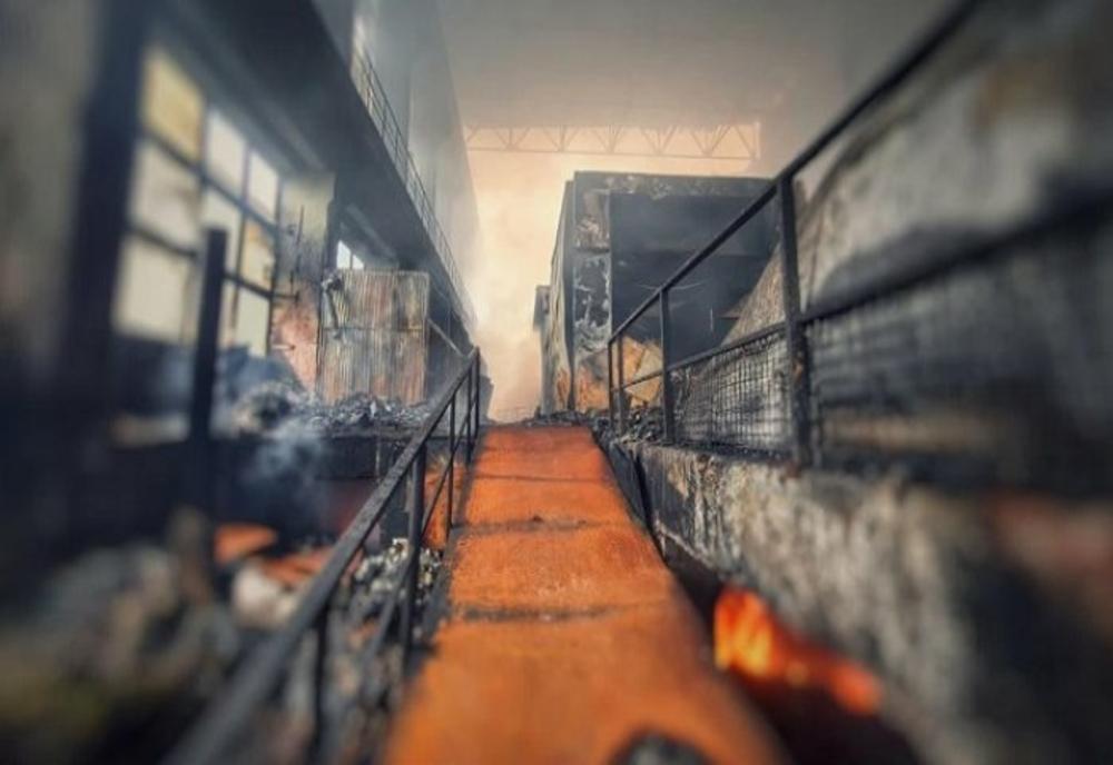 Pompierii acționează din nou la incineratorul de la Brazi, cu nouă autospeciale și 1000 de tone de apă! 1